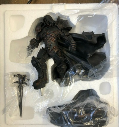 World of Warcraft Arthas statue Blizzard MIB Never Displayed