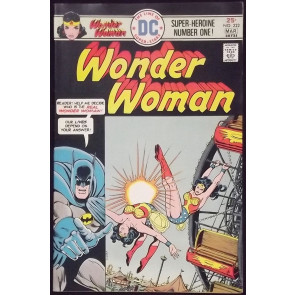 WONDER WOMAN (1942) #222 FN/VF BATMAN COVER